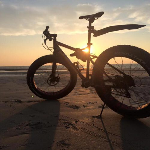 leobbb-fatbike-huren-strand-zonsondergang-web